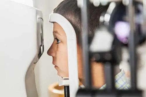 近视孩子需要定期检查视力吗