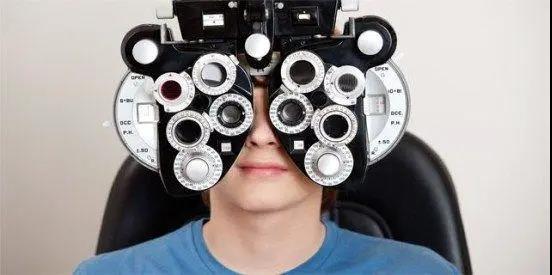不要在眼睛疲劳时配近视眼镜